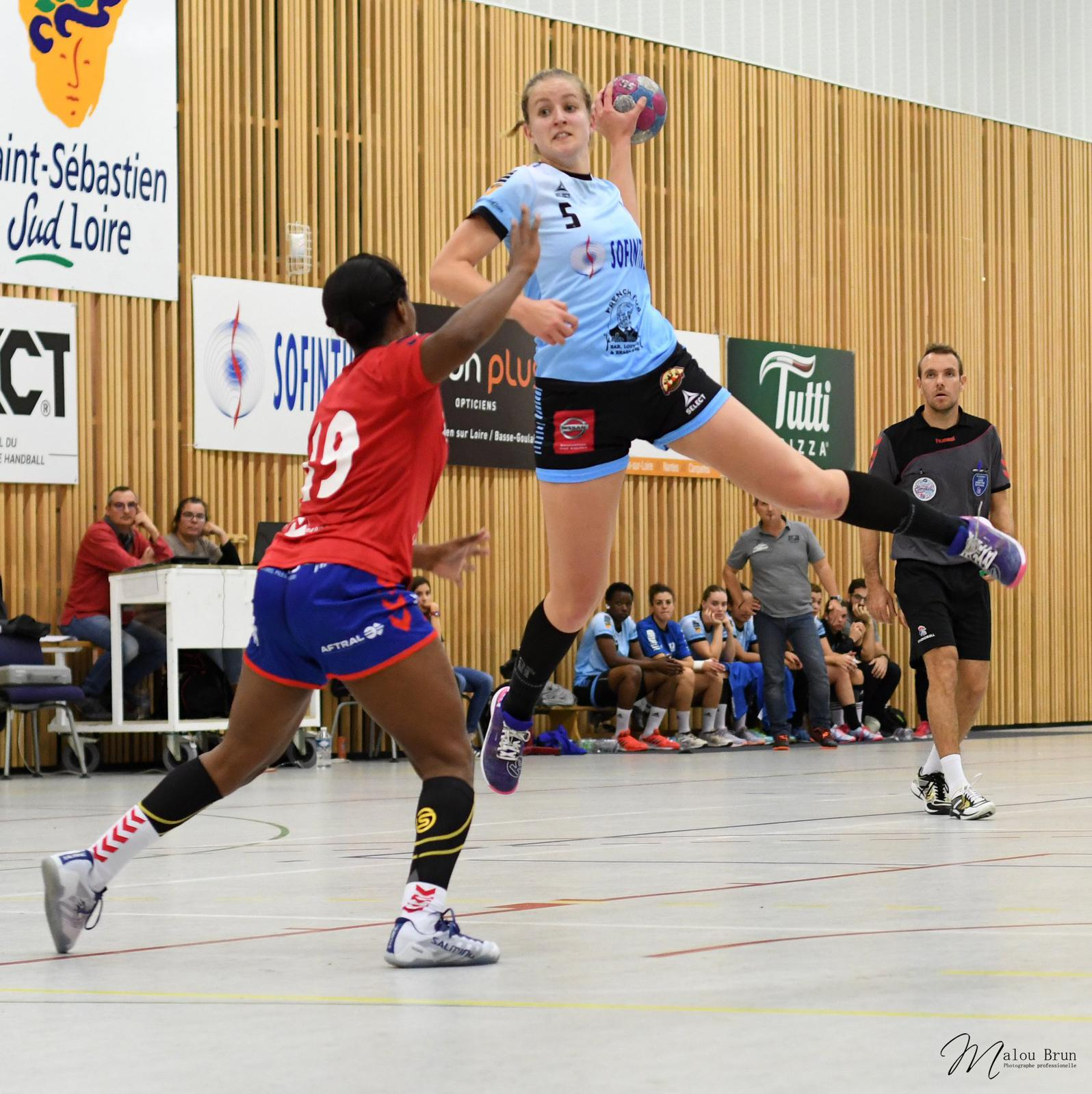 Chloé simon rejoint la cjb handball à bouguenais